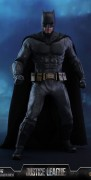 dc-comics-justice-league-batman-sixth-scale-figure-hot-toys-903308-02 (1)